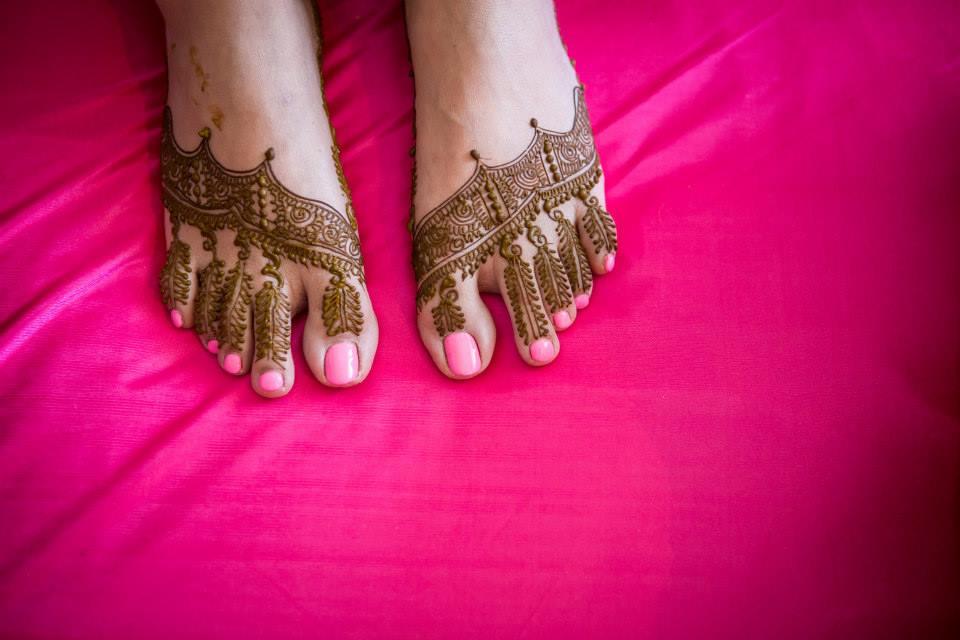Feet Adorned With Rich Heena by Vrutika Doshi Wedding-photography Bridal-mehendi | Weddings Photos & Ideas