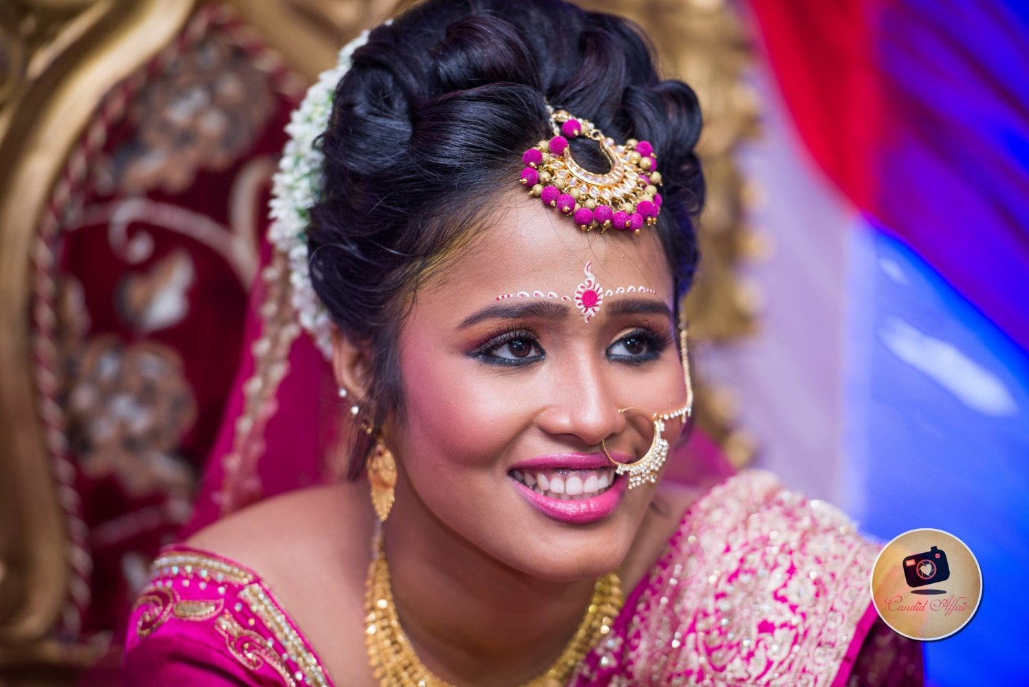 Bright Makeup And Gold Accessories by Candid Affair Wedding-photography Bridal-jewellery-and-accessories Bridal-makeup | Weddings Photos & Ideas