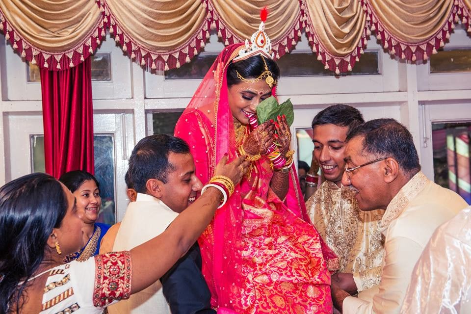 Bengali Bride's Shot With Family by Candid Affair Wedding-photography | Weddings Photos & Ideas