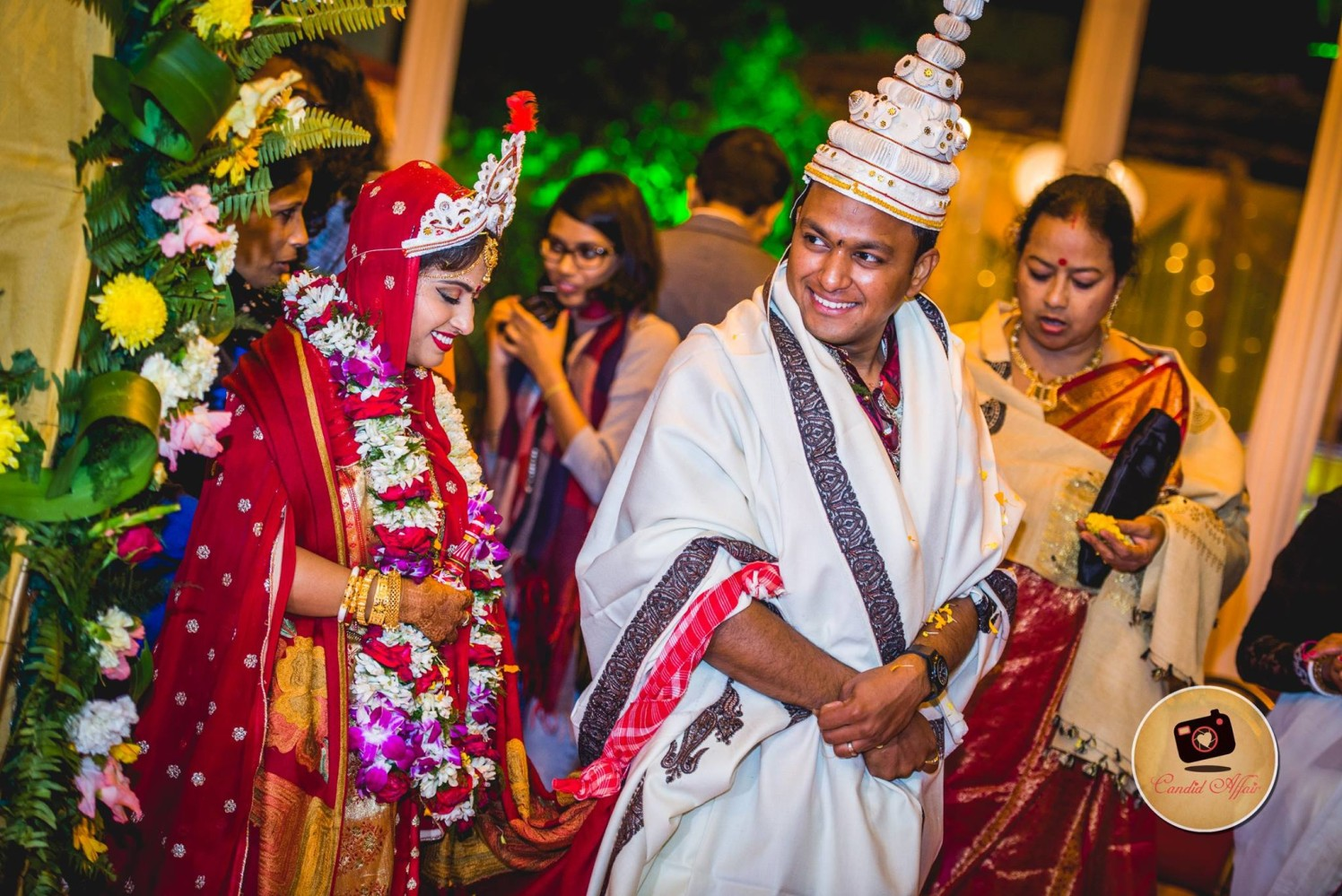 Bride And Groom Performing Bengali Wedding Rituals by Candid Affair Wedding-photography | Weddings Photos & Ideas