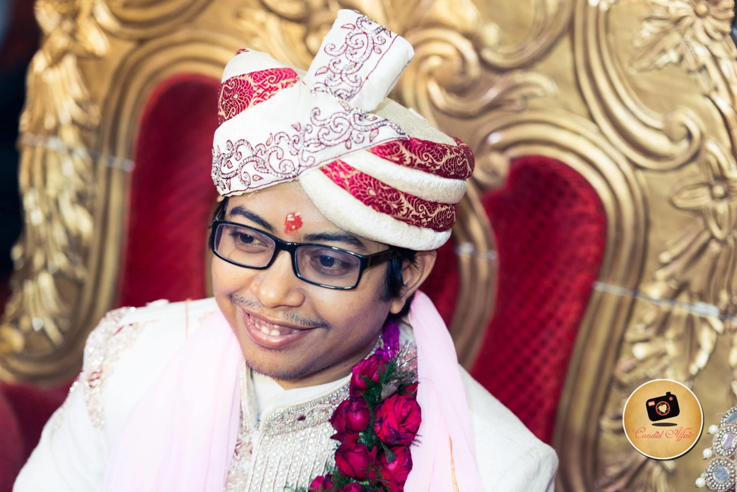 Traditional White And Red Turban by Candid Affair Wedding-photography Groom-wear-and-accessories | Weddings Photos & Ideas