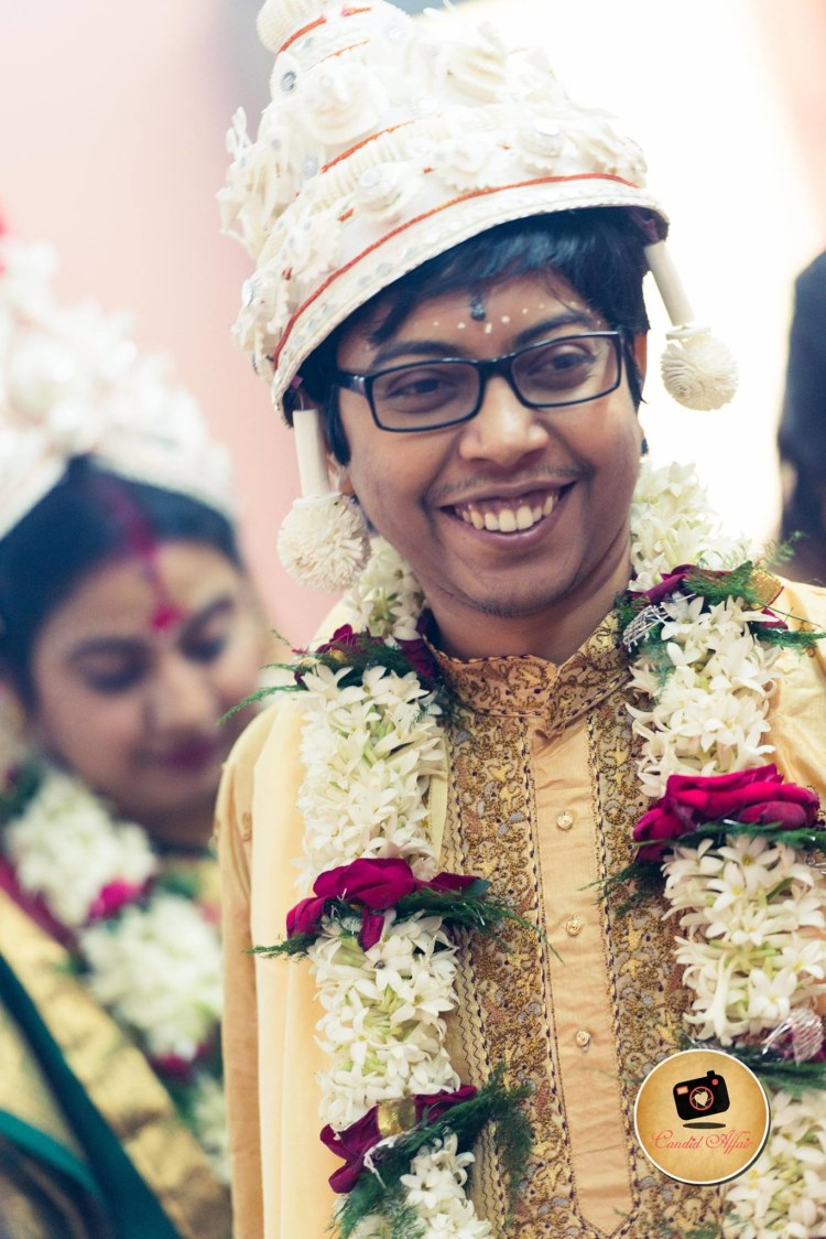 Groom Adorning Traditional Bengali Mukut by Candid Affair Wedding-photography | Weddings Photos & Ideas