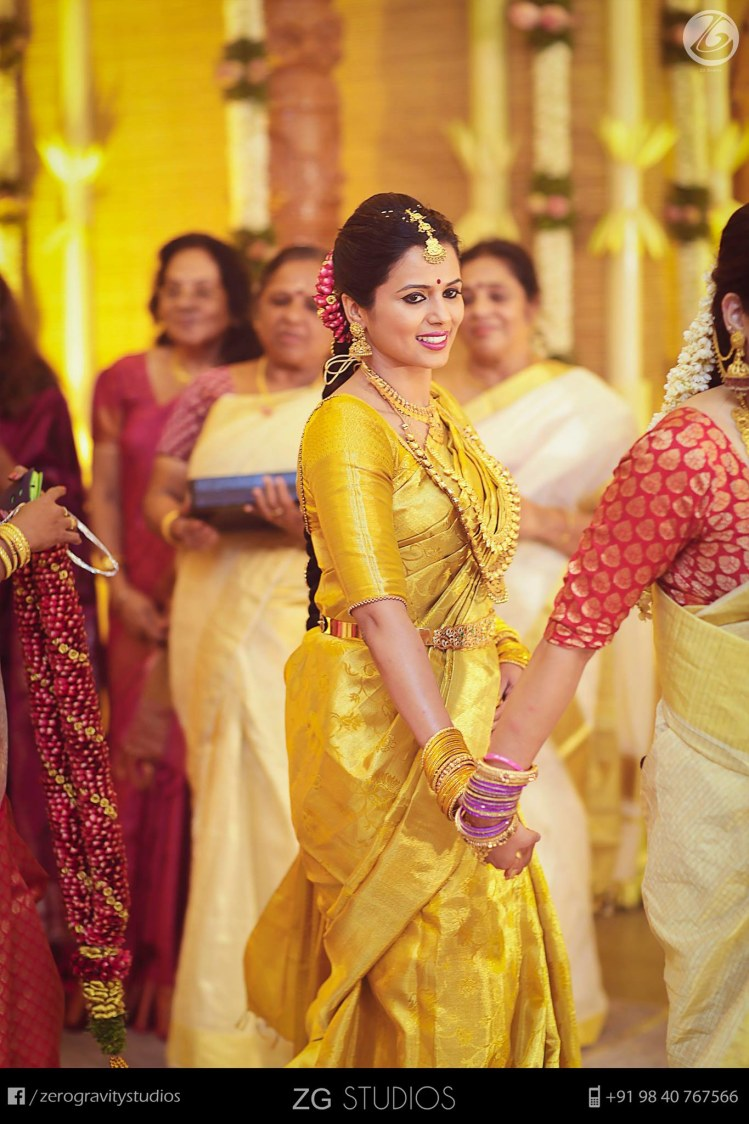 Majestic in that golden saree by Ajay Wedding-photography | Weddings Photos & Ideas