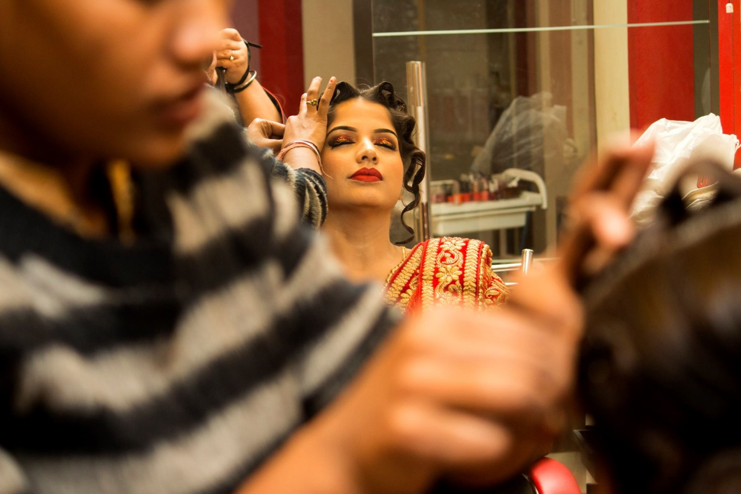 Hair do in process! by Manmarziyaan Pictures Wedding-photography | Weddings Photos & Ideas
