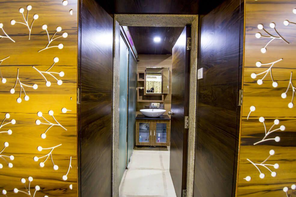 Golden Brown by Trupti Ladda Contemporary | Interior Design Photos & Ideas