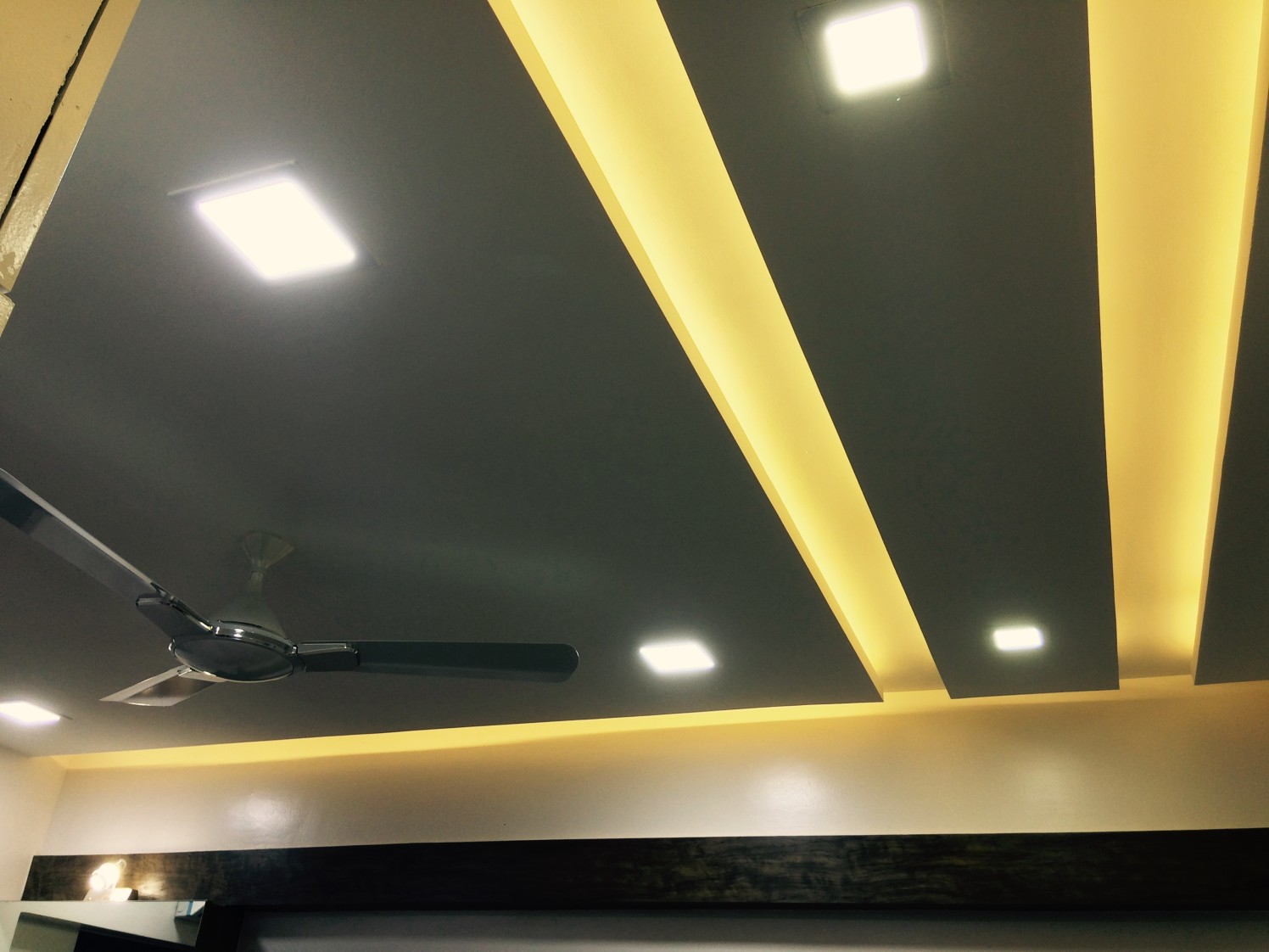 Modern Ceiling by Vaibhav Bhalekar Traditional Modern Contemporary | Interior Design Photos & Ideas