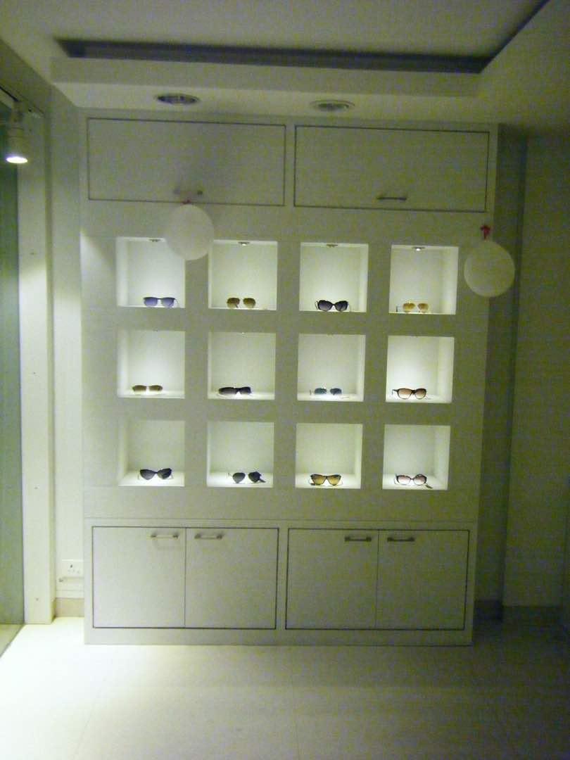 Modern style shelf setup by Dushyant Arora Modern | Interior Design Photos & Ideas