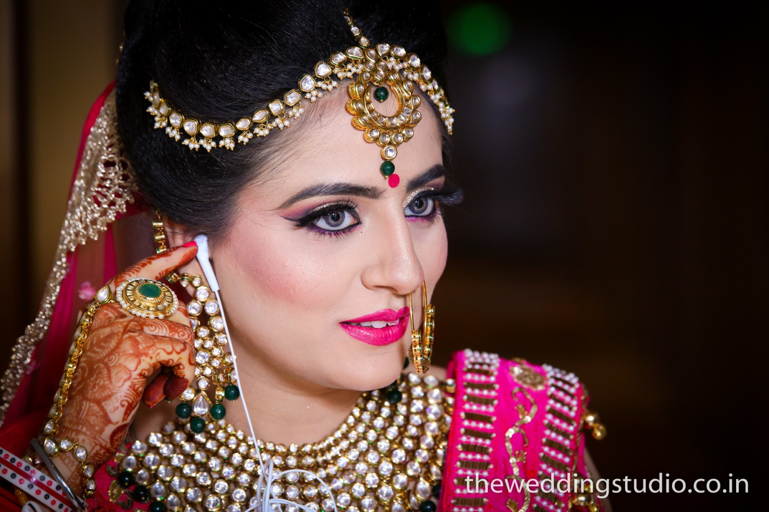 Kundan embedded jewelry of the bride by THE WEDDING STUDIO Wedding-photography Bridal-makeup Bridal-jewellery-and-accessories | Weddings Photos & Ideas