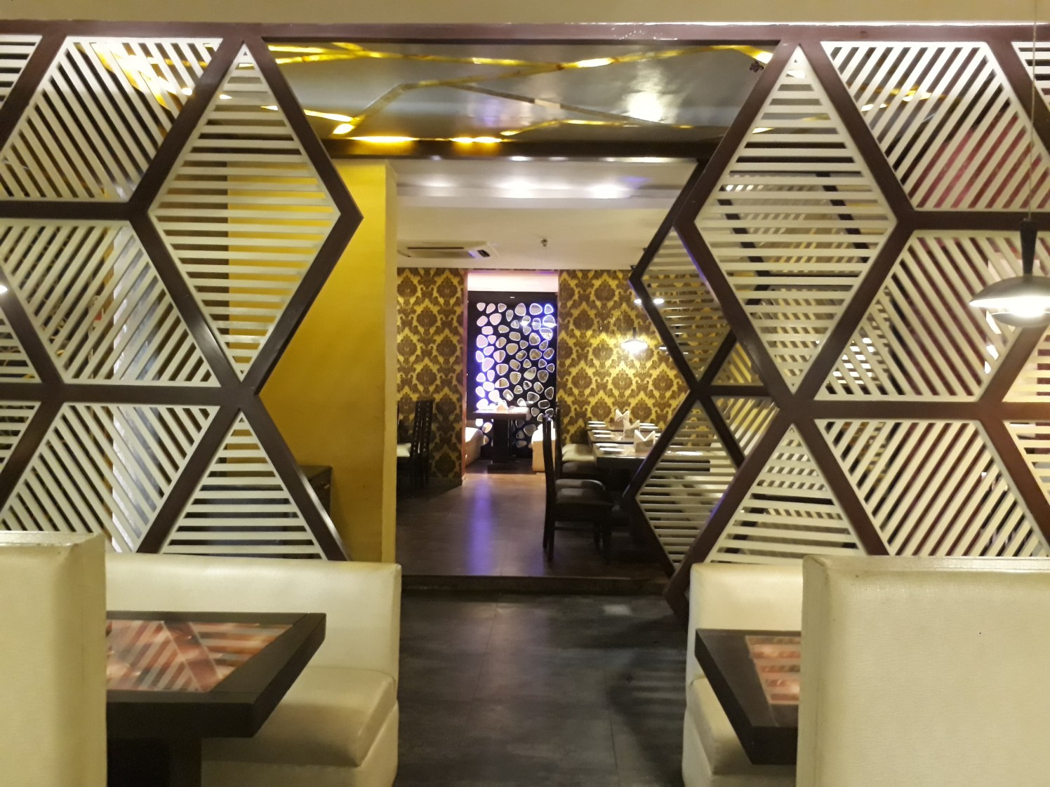 QUIRKY YET SOPHISTICATED by Shailash Pandita Contemporary | Interior Design Photos & Ideas