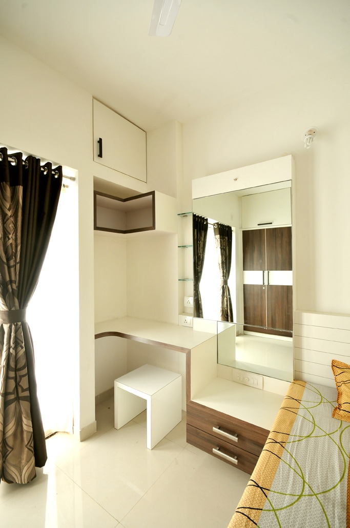 Modern Style Study Table by Abhijeet Avinash Joshi Modern | Interior Design Photos & Ideas