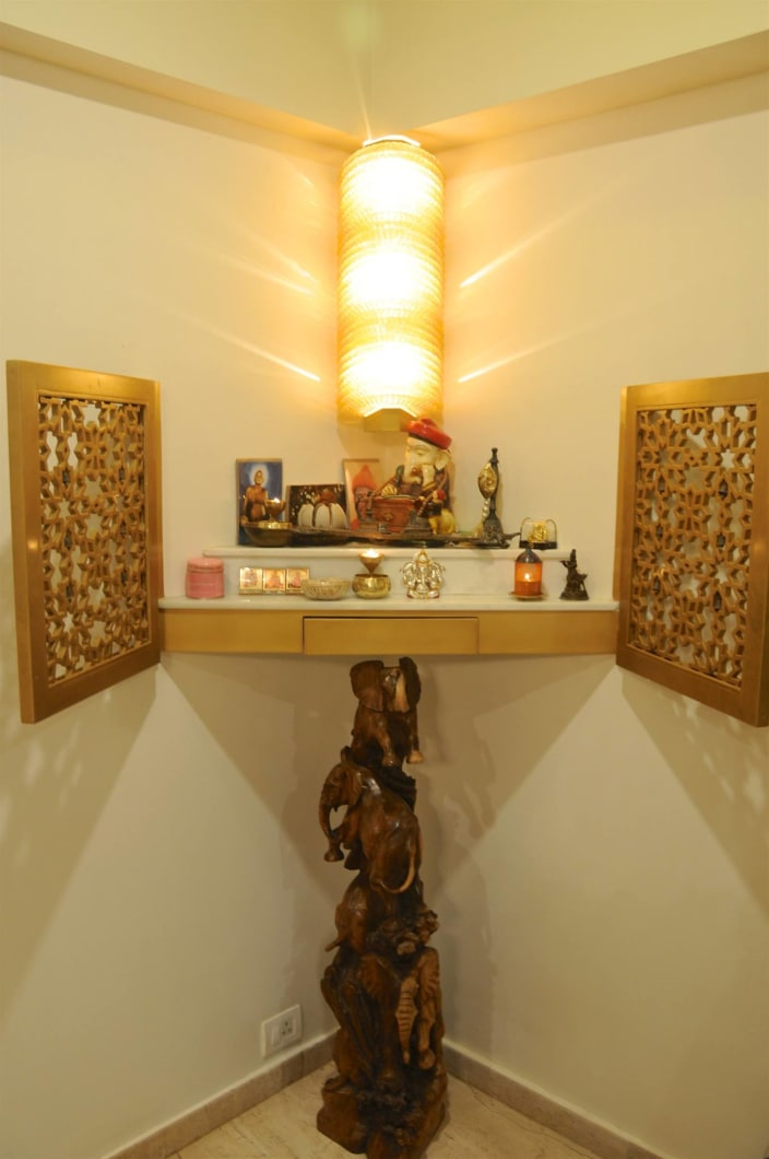 Prayer Room Design Ideas: Well Lit Prayer Room With Designed Stand And Yellow
