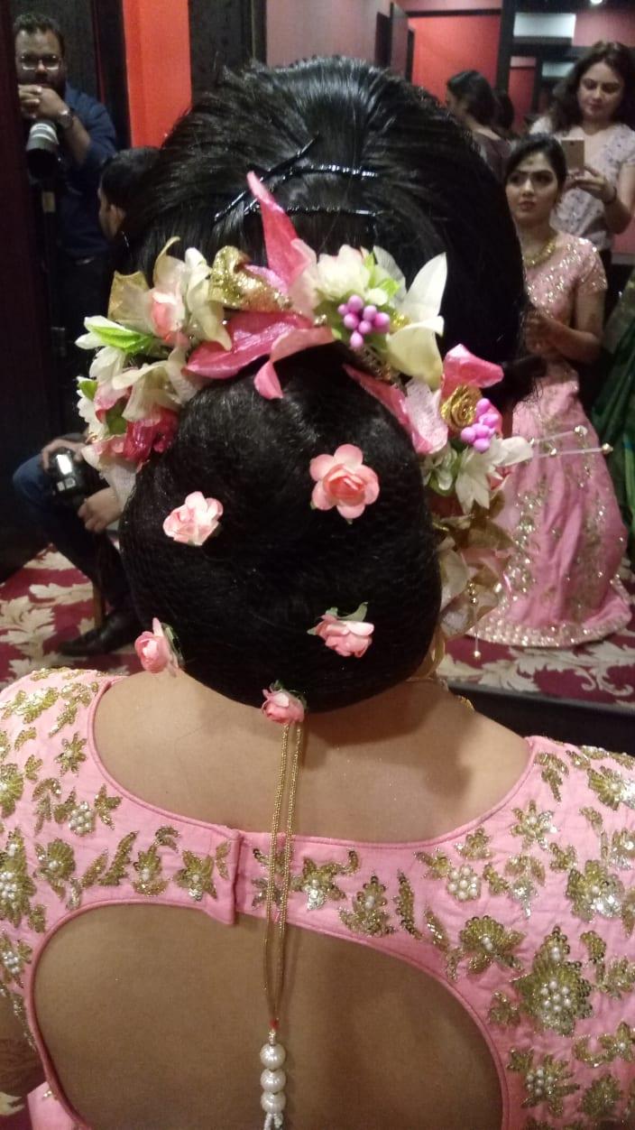 Flowers In Hair Hairstyles Ideas Urbanclap