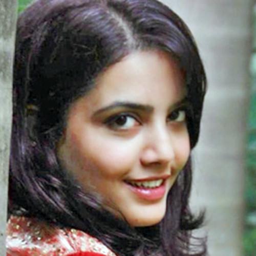 Aakritisarah - Hair and Makeup Artist