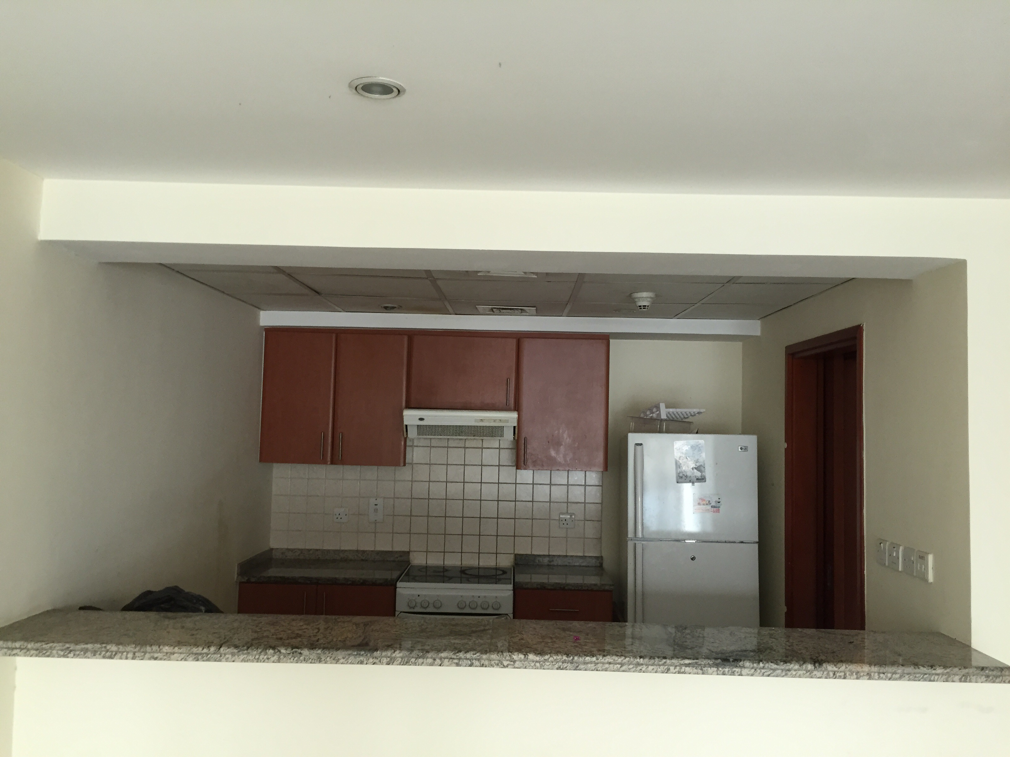 Corner 2BR Apt with Pool and Park View High Floor