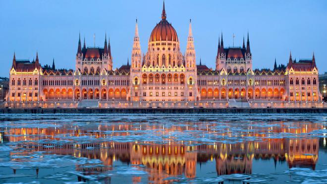 9 Potret Kota Apung Budapest yang Menawan