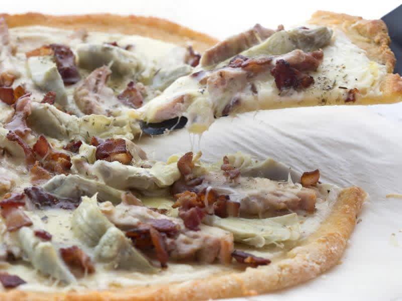 bacon-chicken-artichoke-pizza