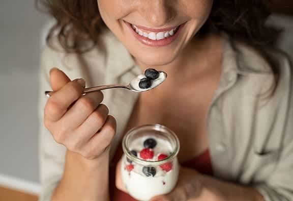 Yogurt-with-Berries-Snack-for-Diabetes