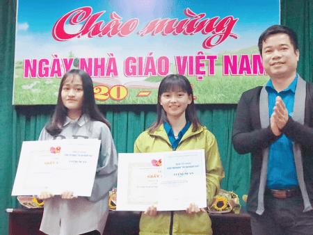 """Sinh viên Khoa Sinh - Hóa tham dự cuộc thi """"Radio – Tri ân người thầy"""""""