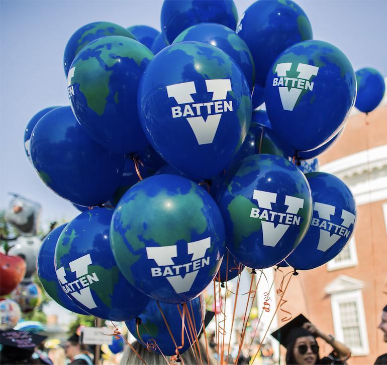 Batten graduation balloons