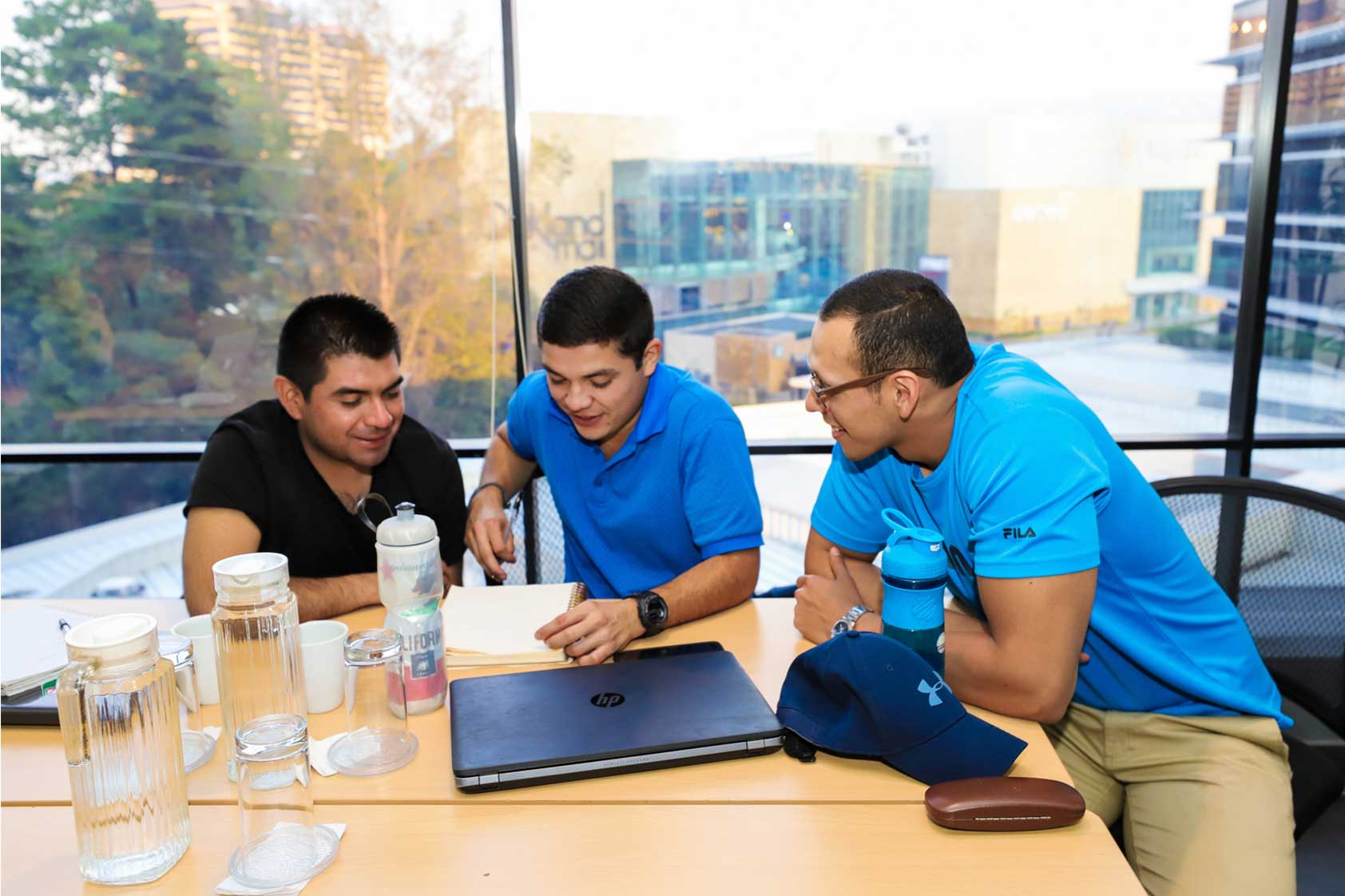 Retos del emprendimiento social: una discusión entre Philip Wilson y estudiantes de MBA+
