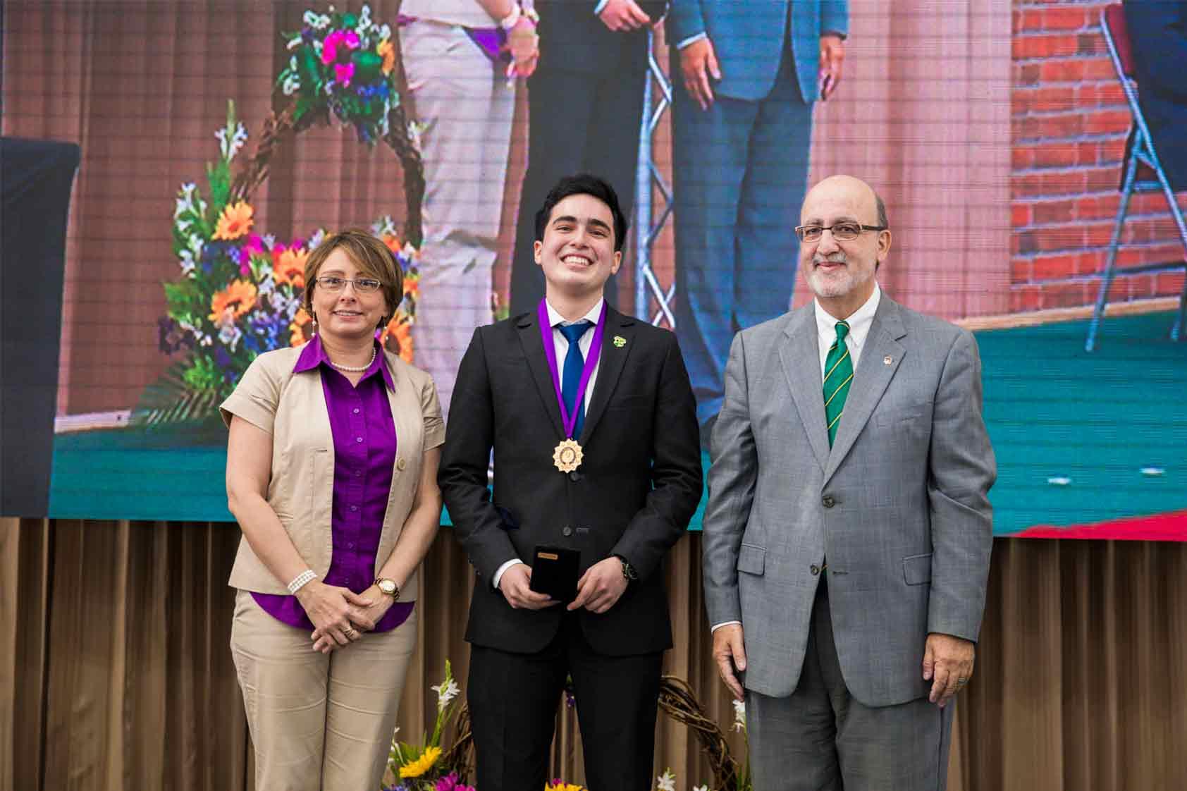 ¿Qué hay detrás de la medalla Francisco Nieves Calvo 2019?
