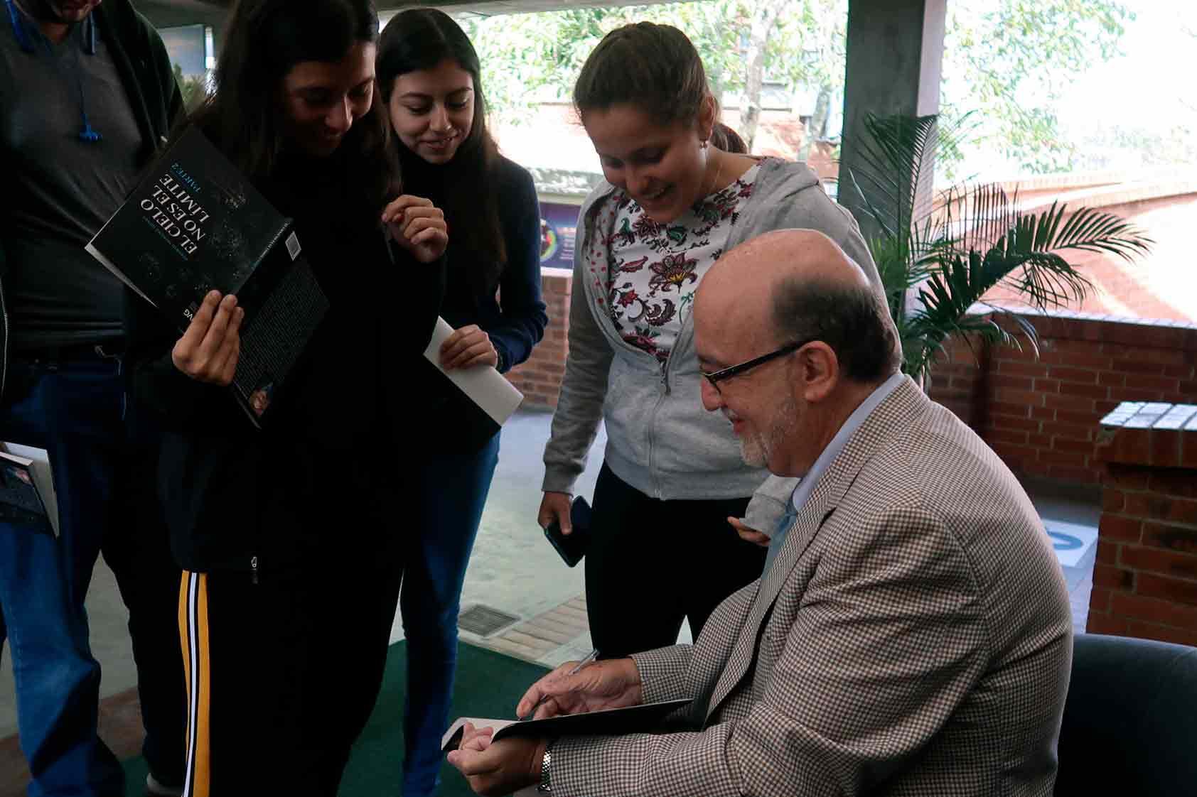 Conociendo el lado creativo de Roberto Moreno, nuestro rector