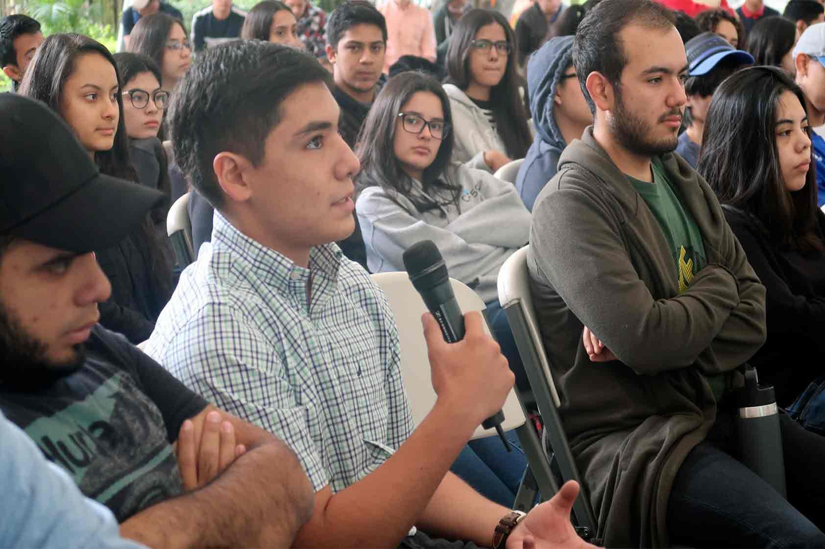 Física y literatura, las dos ramas que se unen en el escritor Marcos Gutiérrez