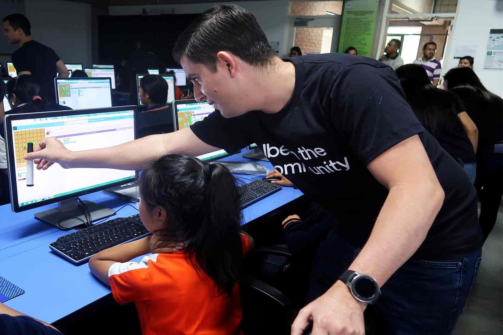 UVG Y Uber unen esfuerzos para educar a niñas en temas de tecnología