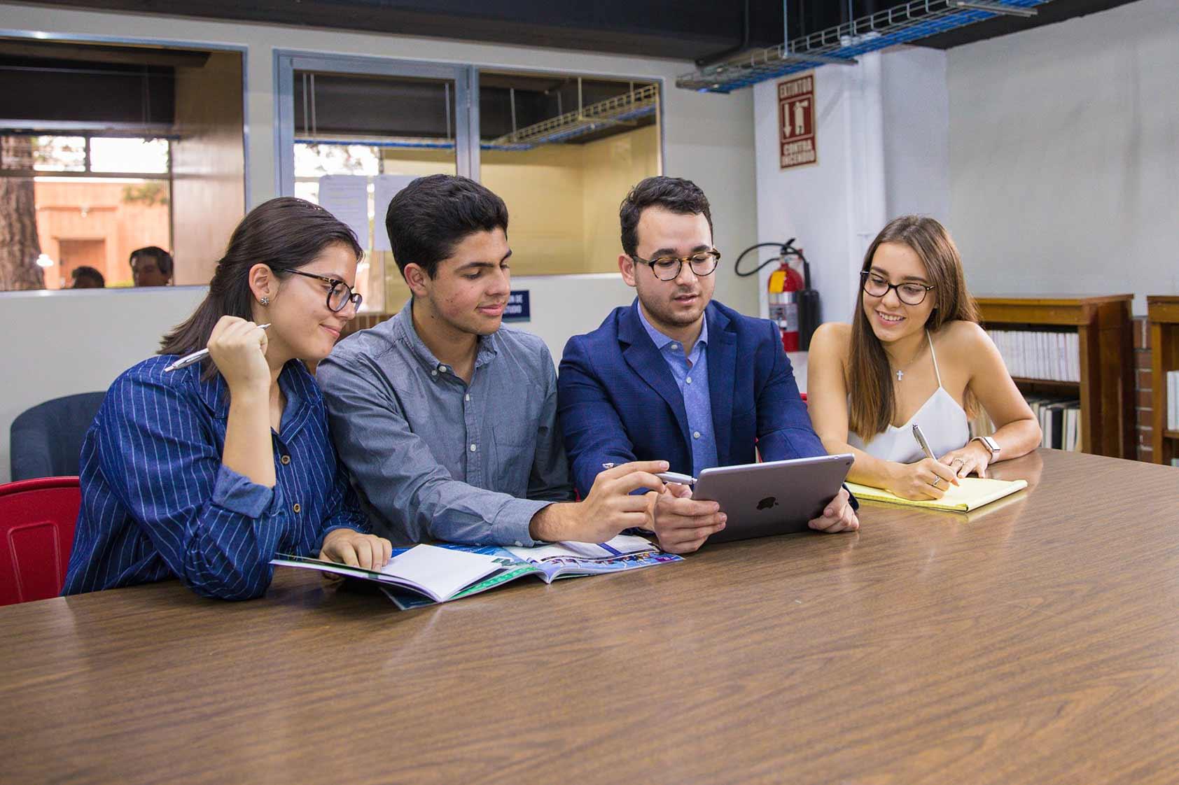 Biblioteca UVG: más de 68 000 títulos para mejorar la enseñanza-aprendizaje