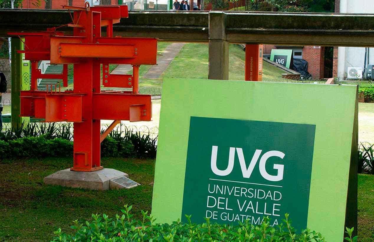 La curiosa escultura AISC en UVG