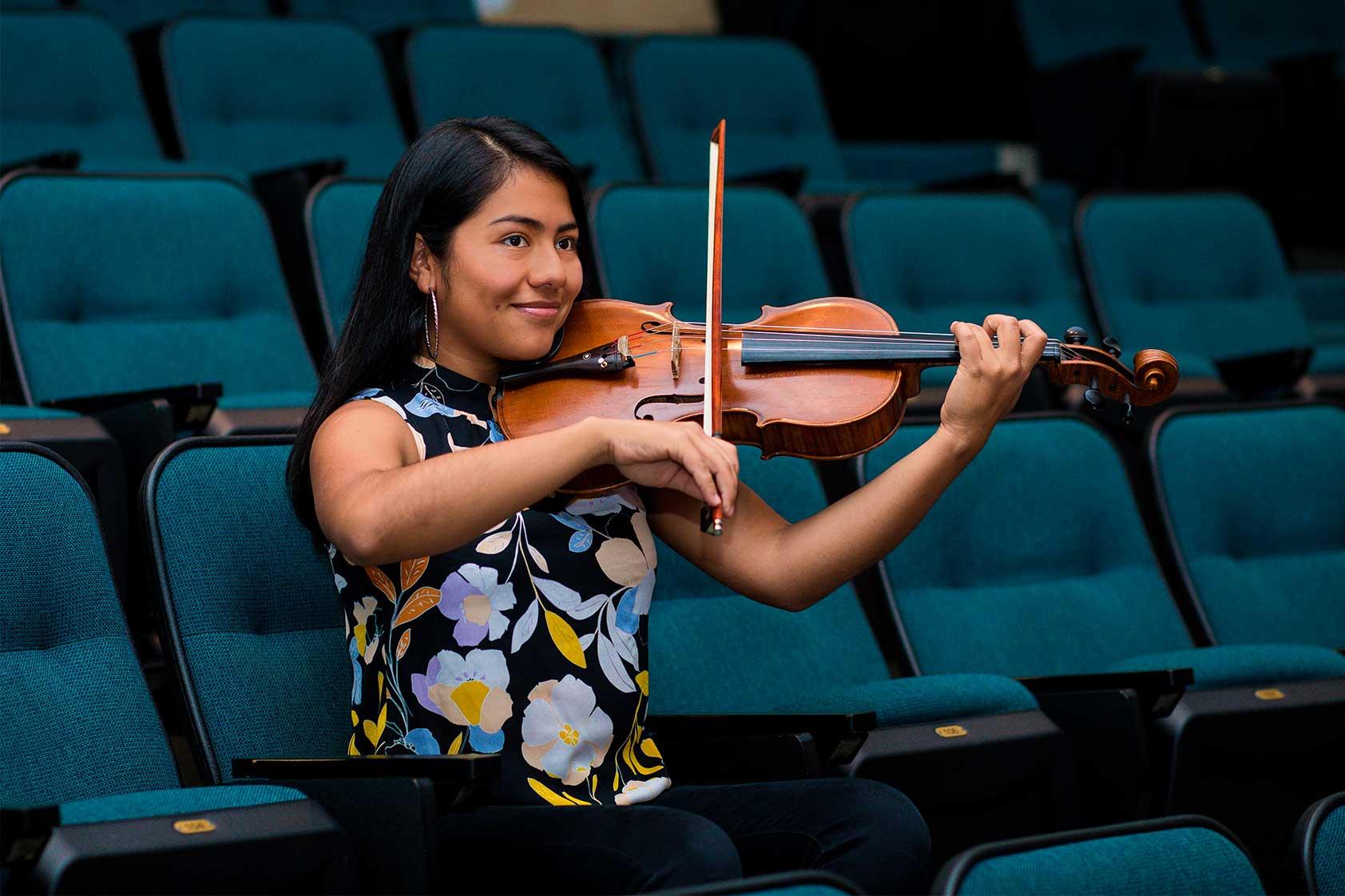 """Lucía Revolorio: """"A través de la música podemos hacer cosas increíbles"""""""