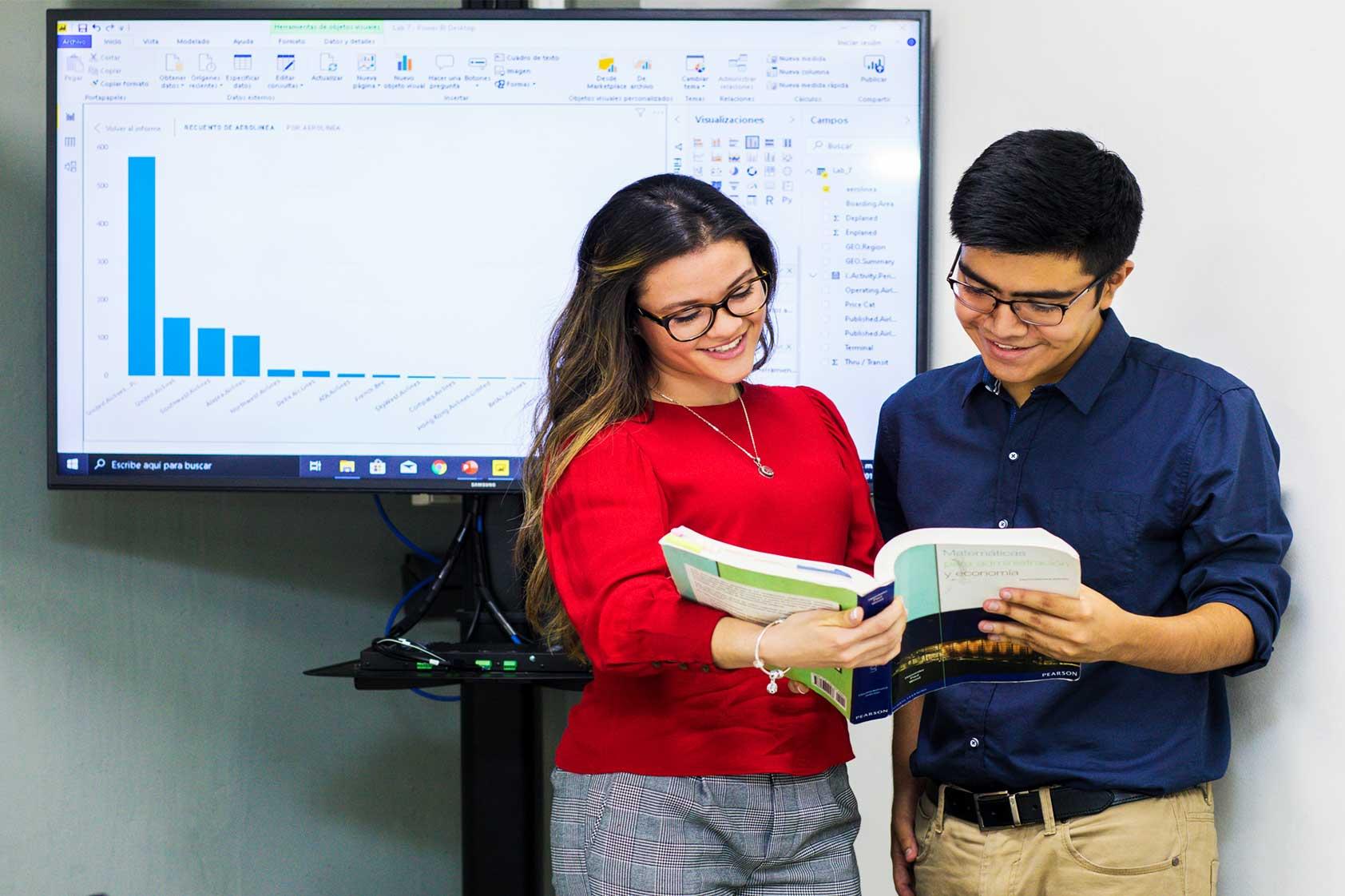 ¿Por qué estudiar nuestra nueva carrera en Administración con Especialización en Transformación Digital?