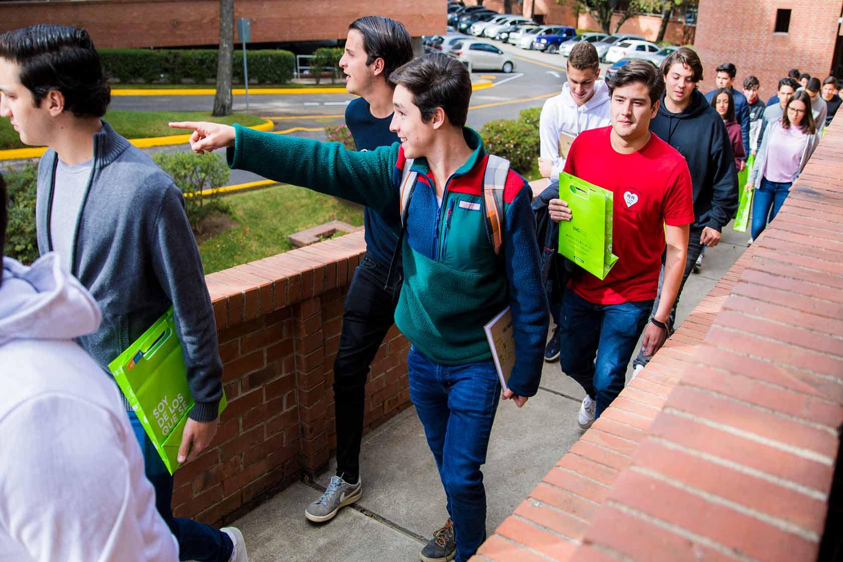 ¡Bienvenidos a la Universidad privada Nro.1, Makers!
