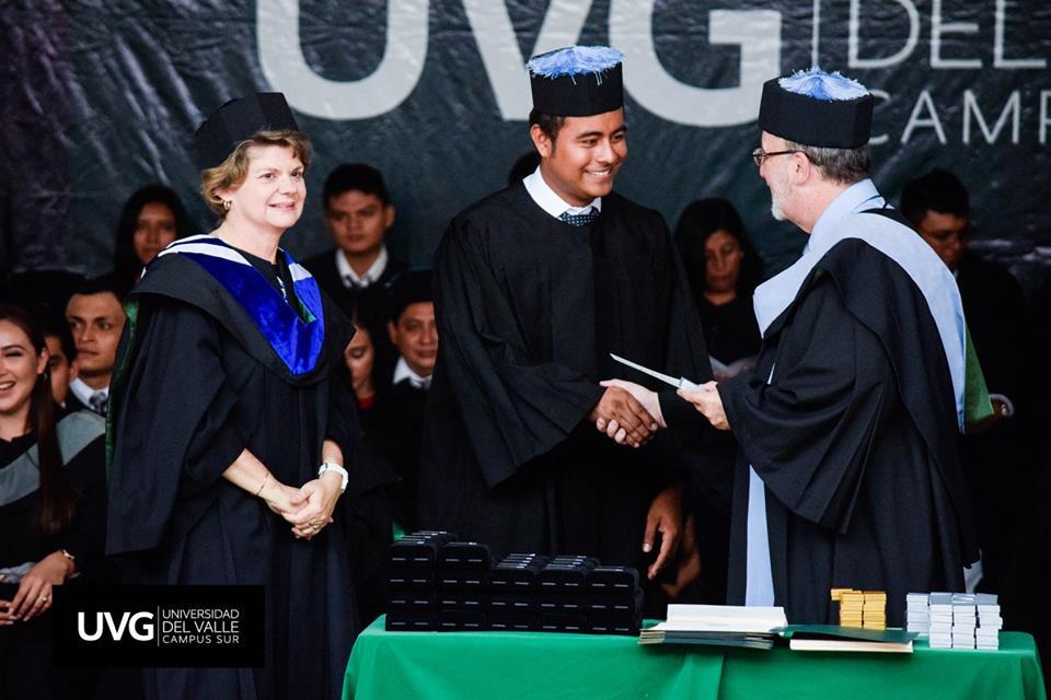 El acto con mayor número de graduandos en la historia de UVG, Campus Sur
