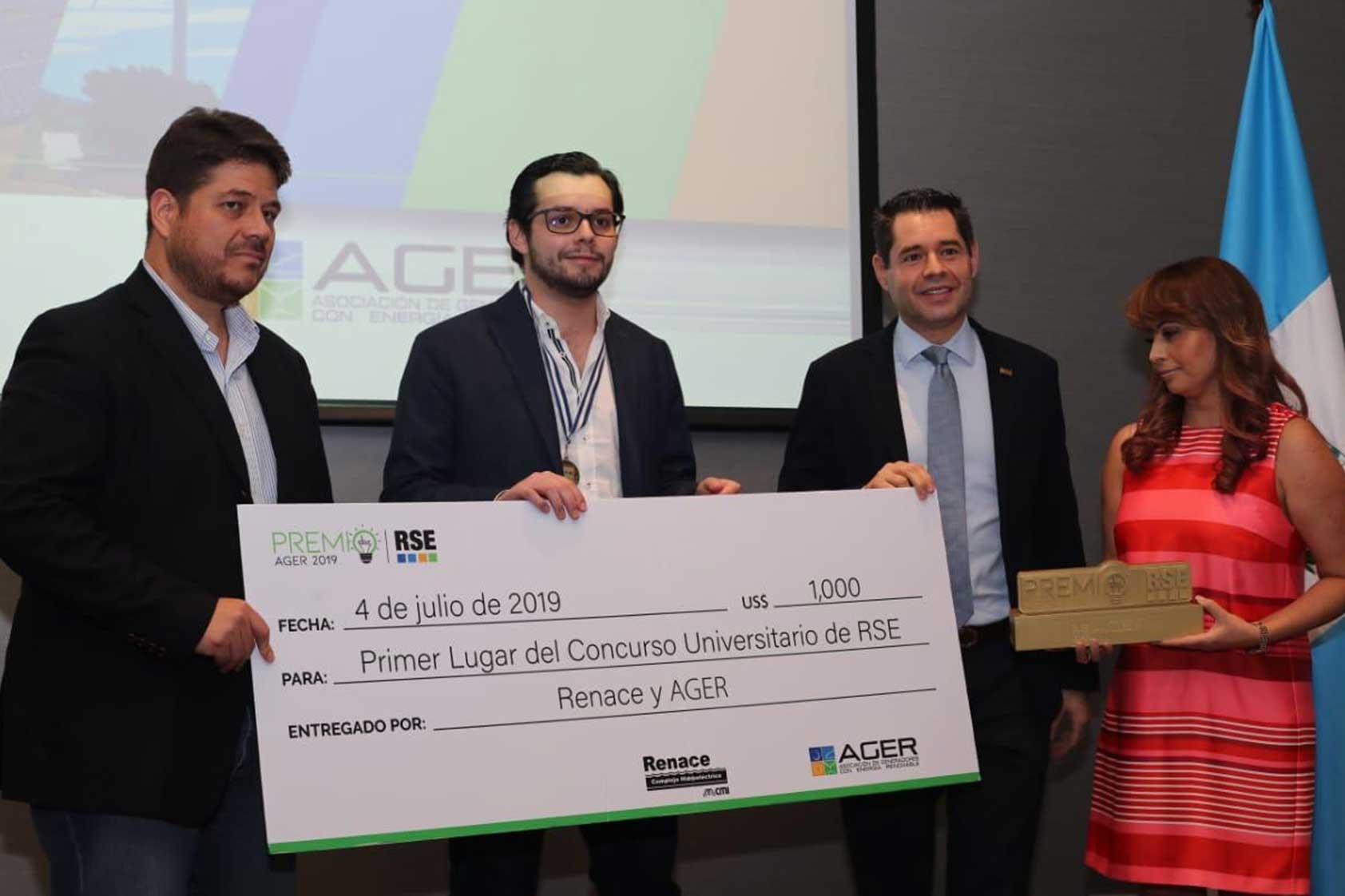 Estudiante de la UVG obtiene el primer lugar en su proyecto de innovación para generación de energía renovable.