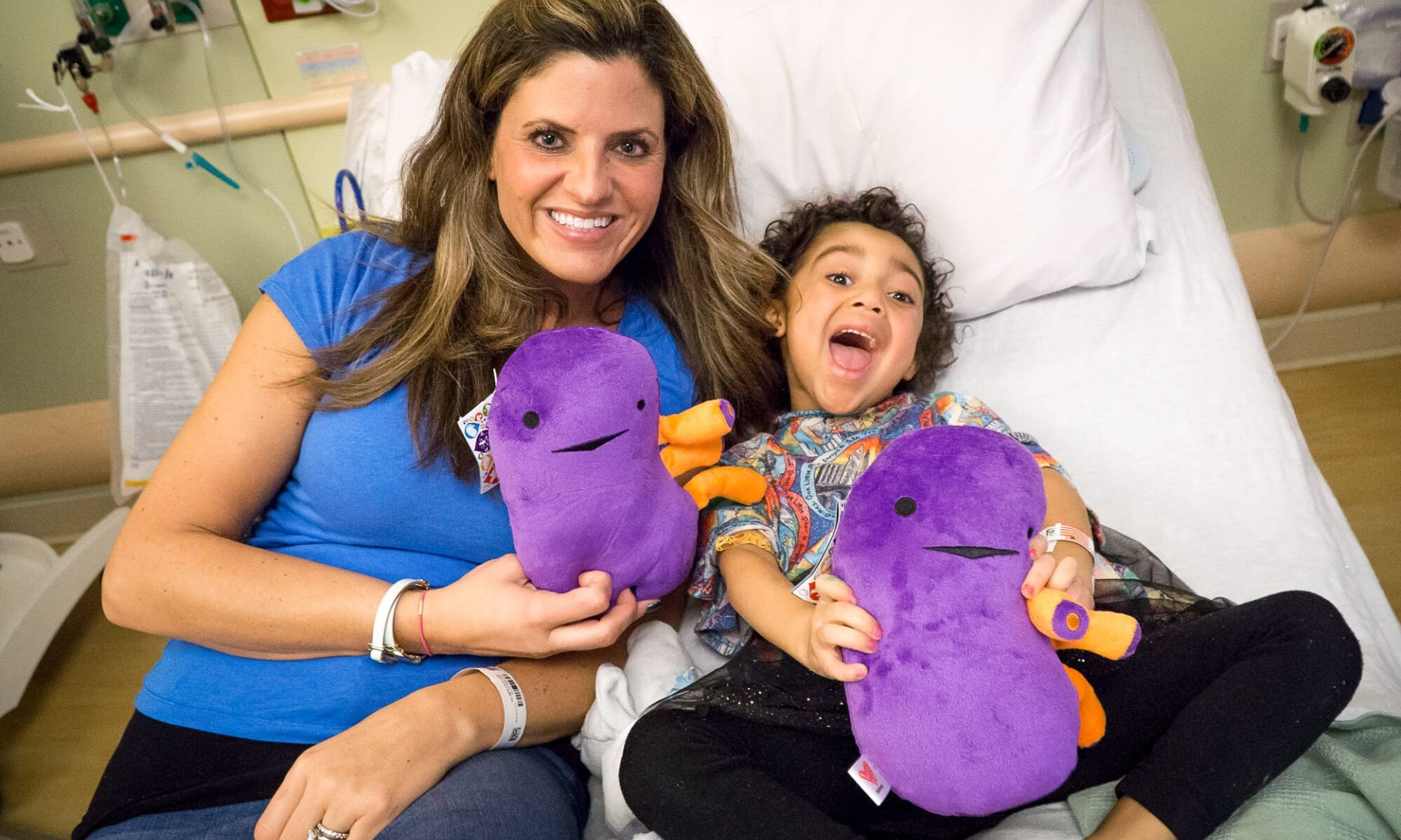 Woman smiling with child to whom she donated her kidney.