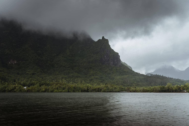 Baie de Cook de Moorea pendant la saison des pluies