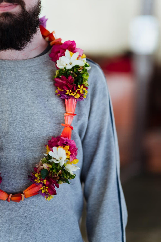 Collier de fleurs de Rurutu, une île des Australes