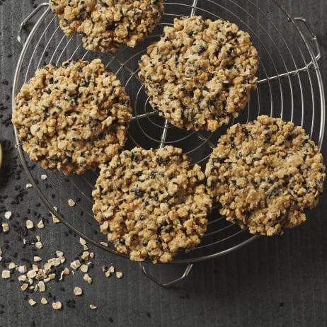 valrhona.com-recipe-einkorn-black-sesame-and-ivoire-cookies