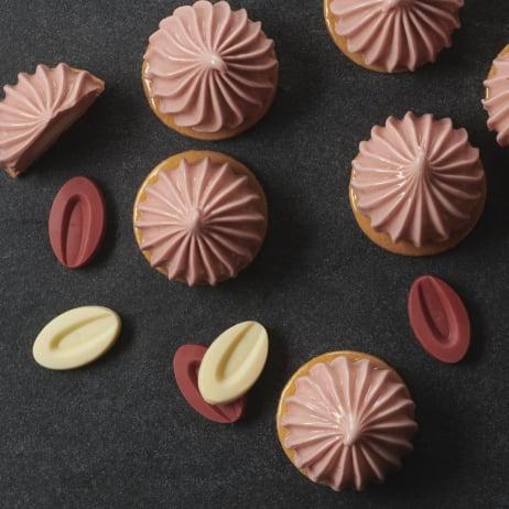 valrhona.com-recipe-strawberry-inspiration-and-ivoire-tartlets