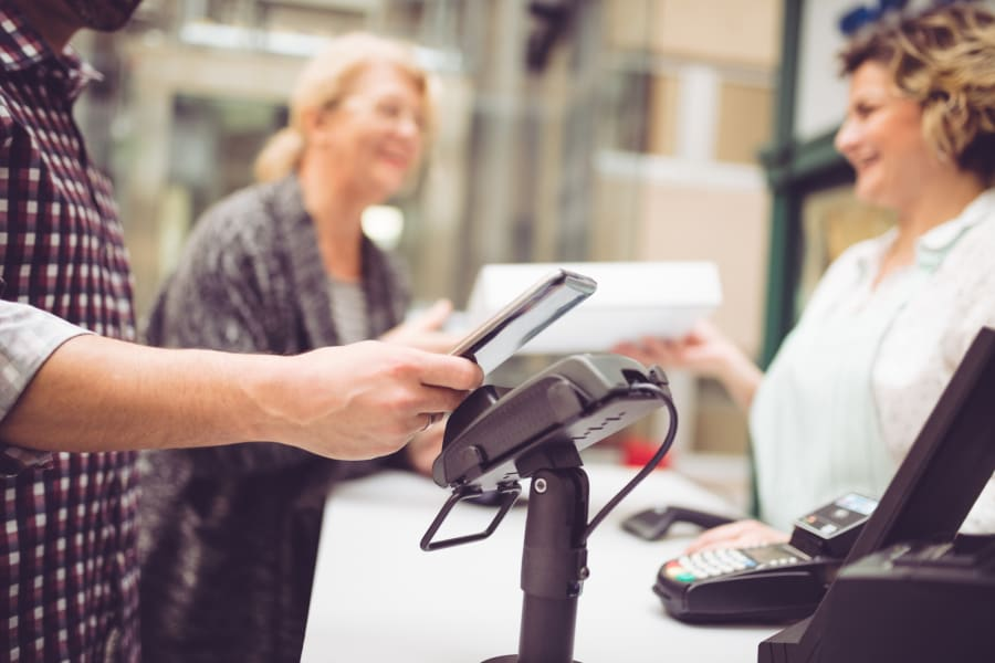 Contactless checkout on a smartphone