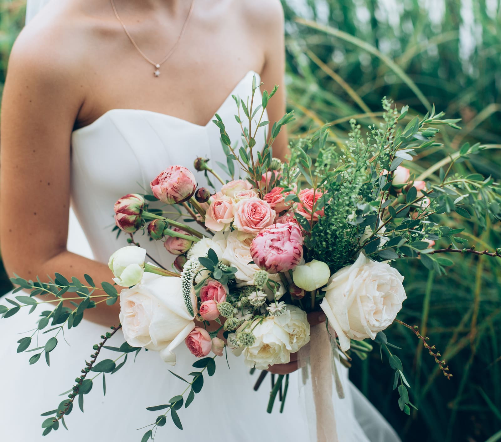 average cost of wedding flowers - valuepenguin