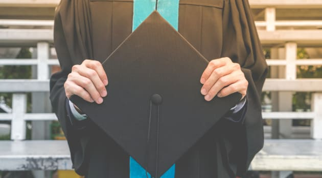 New Graduates Delay Trips, Moves, Internships Due to Pandemic