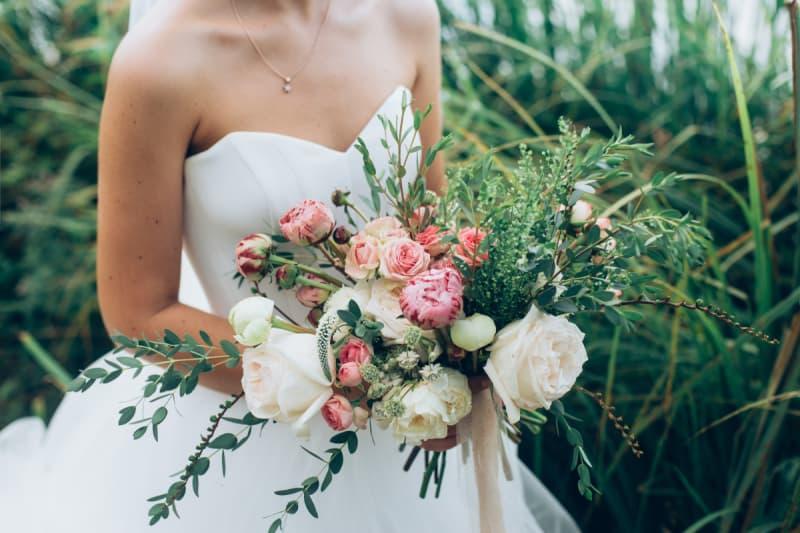 Average cost of wedding flowers valuepenguin junglespirit Images