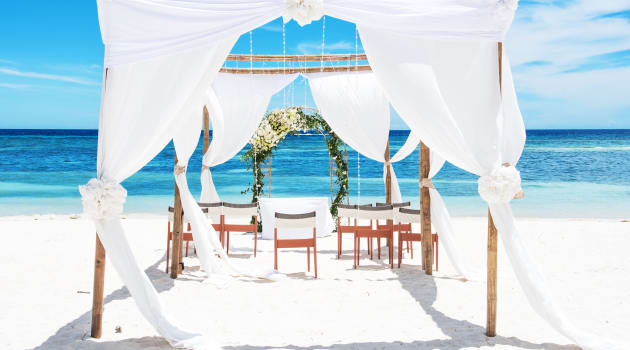Can a Destination Wedding Actually Save You Money?