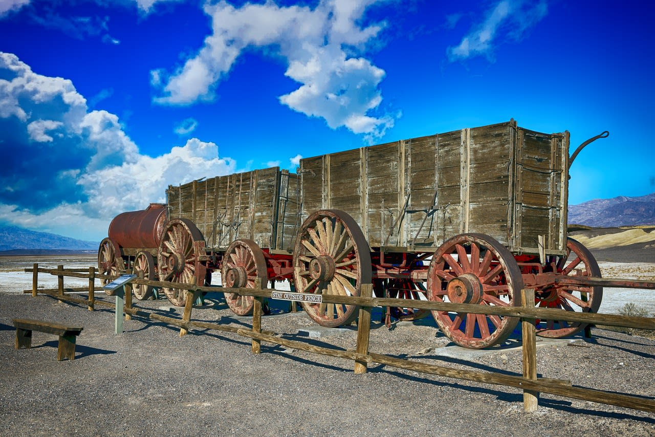 The Bandwagon Effect: 7 Ways to Use It to Boost Your Conversions (With Examples)