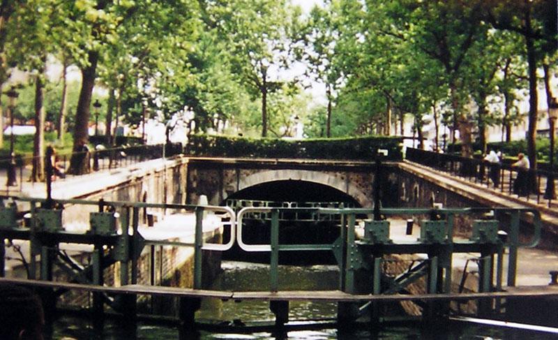 El canal en el verano