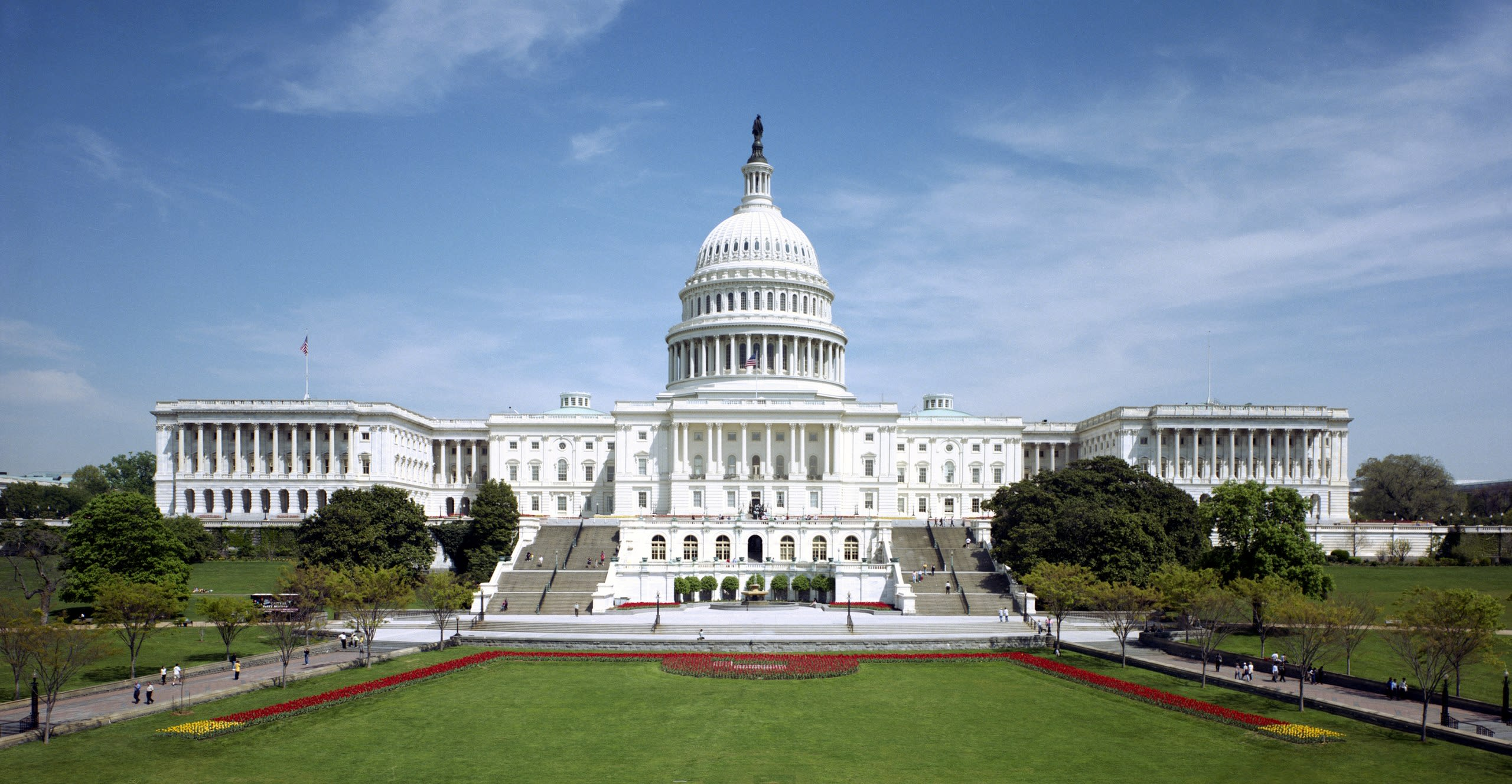 2560px-United_States_Capitol_-_west_front