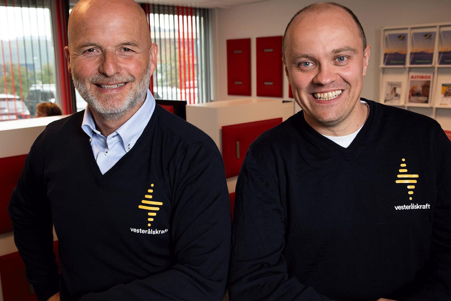 Konserndirektør Halvard Pettersen (t.v) og daglig leder Stig Abelsen er svært fornøyd med at Vesterålskraft Strøm blir en del av Fjordkraft