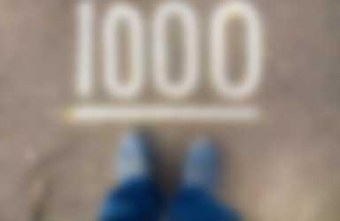 het getal 1000 op de grond gekrijt